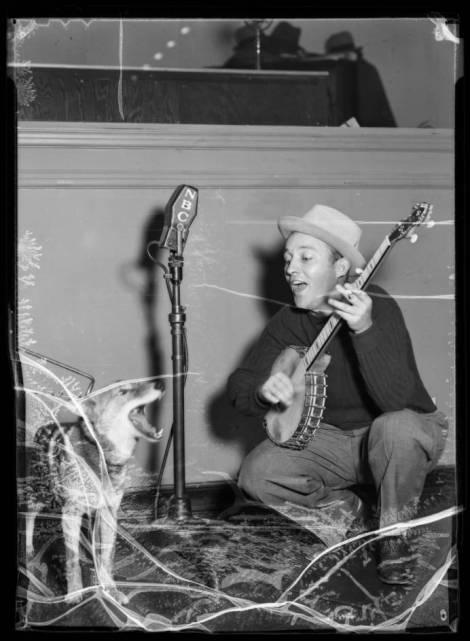 Bing_Crosby__singing_coyote_Southern_California_1936_image